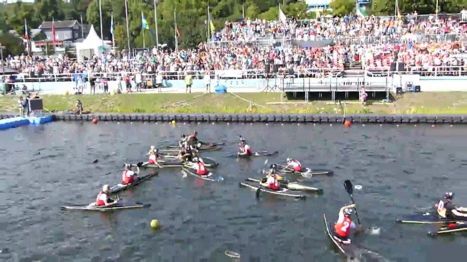 Siegesfeier der Kanu-Polo U21 Damen bei der Europameisterschaf in Essen