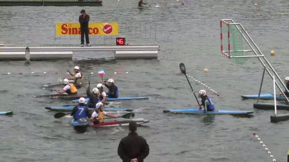 Spiel 100: Montpellier Aggl UC gegen MOSW Choszczno bei der European Club Championships Canoepolo 2012